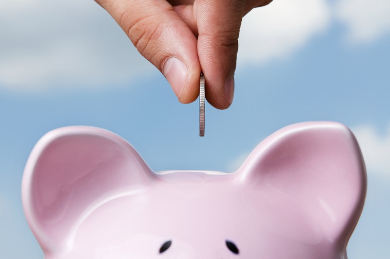 piggy bank to save money during the reunion