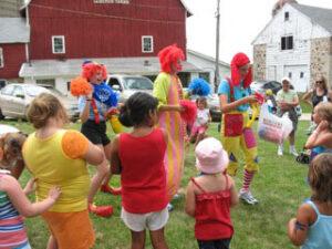 Clowns entertain kids at the Seidemann Family Reunion.